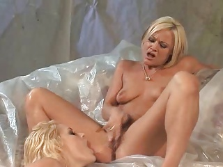 All-Girl Bukkake – Elizabeth Anne & Squirting Girlfriends | Squirt.top Porn Tube