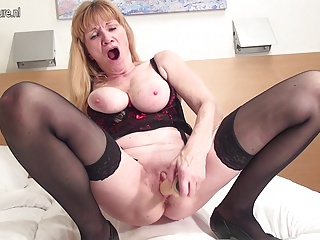 Amateur Grandmother Squirting Like A Whore | Squirt.top Sex Tube
