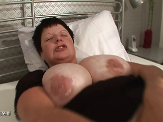 Big Titted Mama Squirts Heavily When She Cums | Squirt.top Porn Tube