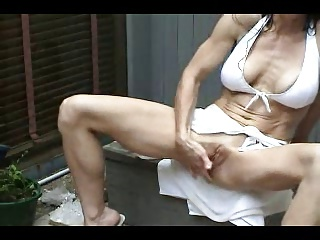 HOT MILF MATURBATING OUTSIDE | Squirt.top Porn Tube