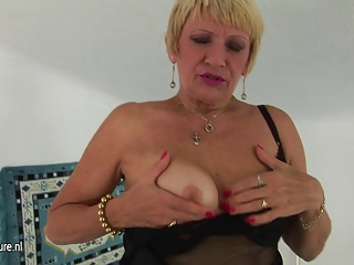 Amateur Granny Squirting Alone | Squirt.top Porn Tube