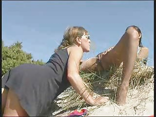 Suki And Wendy Glimpse It At The Beach | Squirt.top Porn Tube