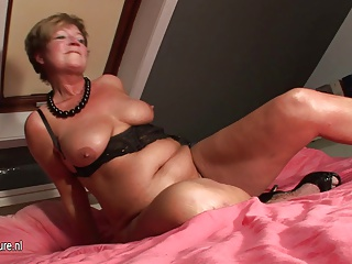 Amateur Housewife Squirting All Over Her Bed | Squirt.top Porn Tube