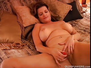 Gorgeous Cougar Has A Squirting Pussy | Squirt.top Porn Tube