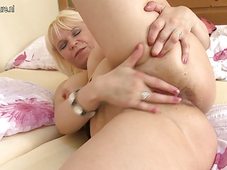 Horny Grandma Squirting With Her Old Cunt | Squirt.top Porn Tube