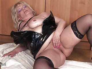 Chubby Mama Squirting While Masturbating   Squirt.top Porn Tube