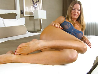 Amber Micheals Cums Hard….and Squirts! | Squirt.top Porn Tube